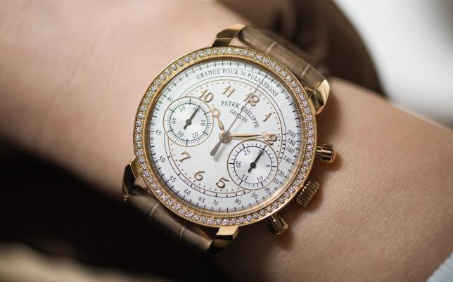 The bezel set with 72 diamonds shows the charm of the special model for lady.