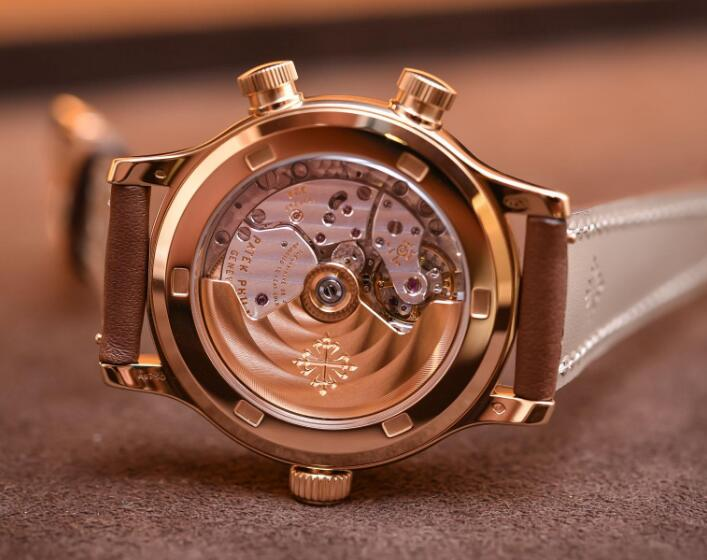 The movement could be appreciated through the transparent caseback.