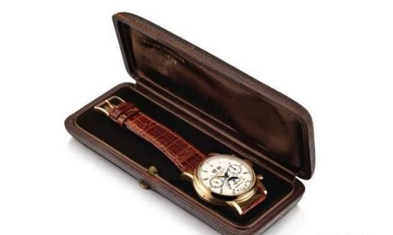 This Patek Philippe has been preserved very well.
