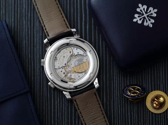 The sophisticated movement could be viewed through the transparent caseback.