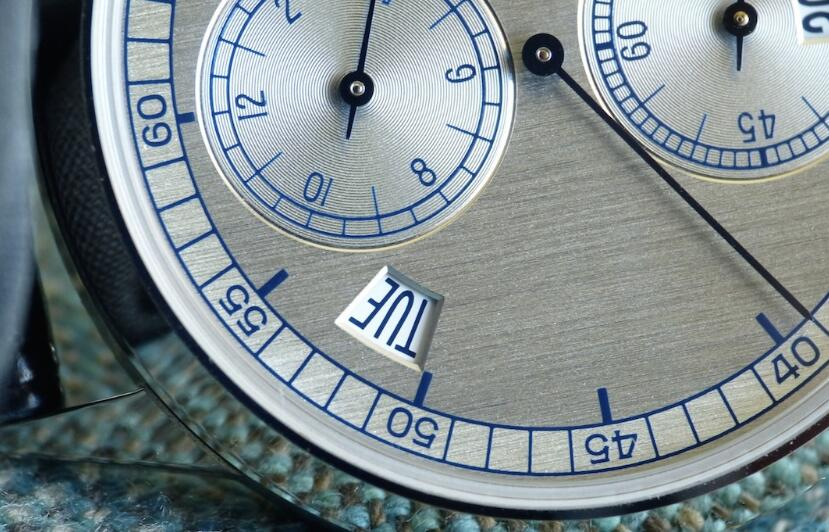 The integrated design of the this Patek Philippe's dial is elegant and noble.