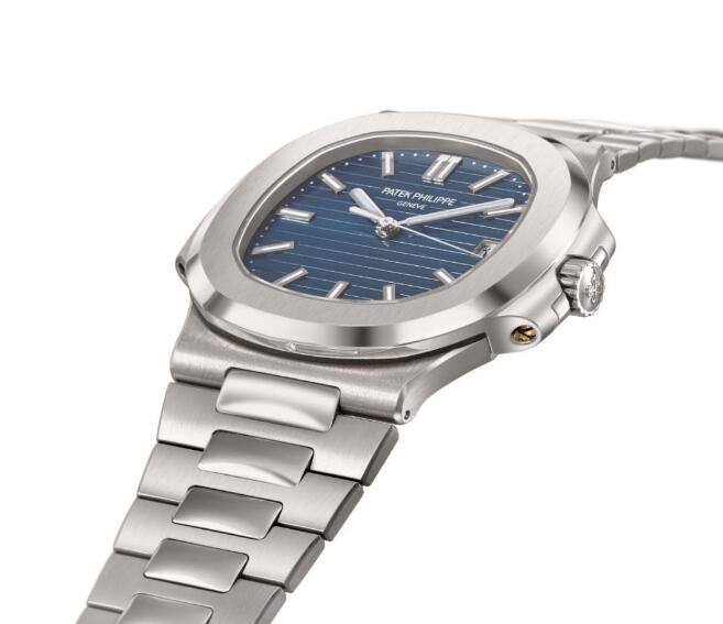 In order to present its nobility, the timepiece has been engraved with a diamond at 6 o'clock position of the case.
