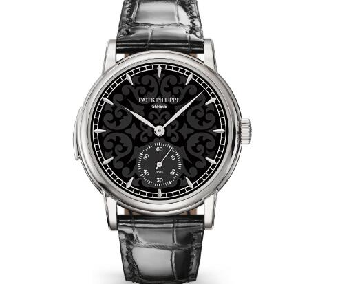 Although the appearance of this Patek Philippe is simple, it is exactly a complicated watch with grand complicated function.