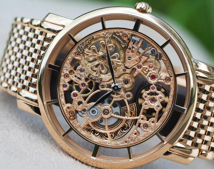 The skeleton dial presents the brand's high level of watchmaking industry.