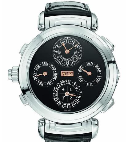 The timepiece has combined multiple complicated functions.