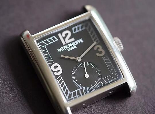 The oversized Arabic numerals hour markers are striking on the black dial.
