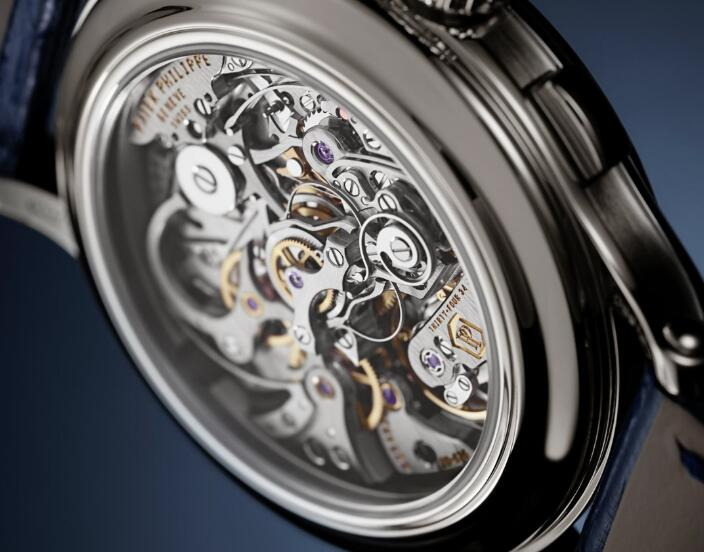 The timepiece allows the wearers to enjoy the movement from the transparent back.