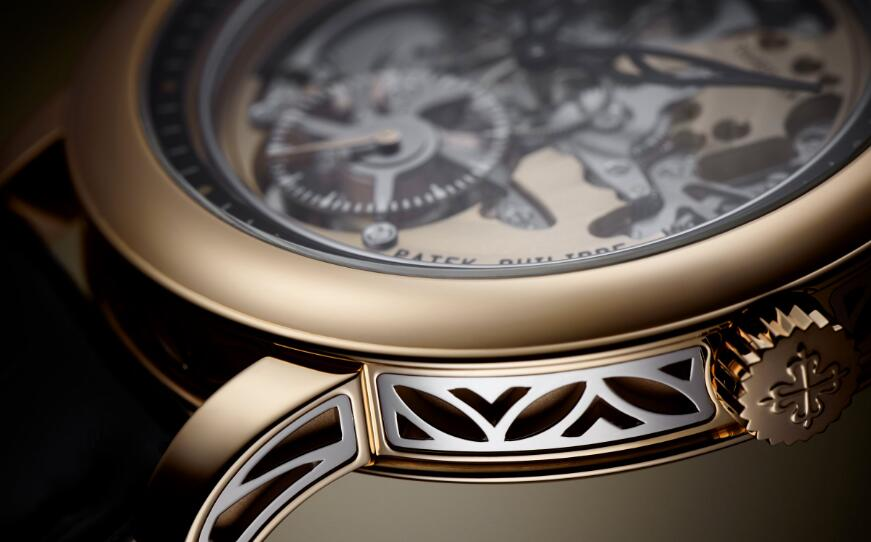 The timepiece presents high level of craftsmanship of Patek Philippe.