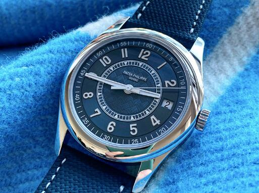 The special color matching makes the best fake Patek Philippe more dynamic.